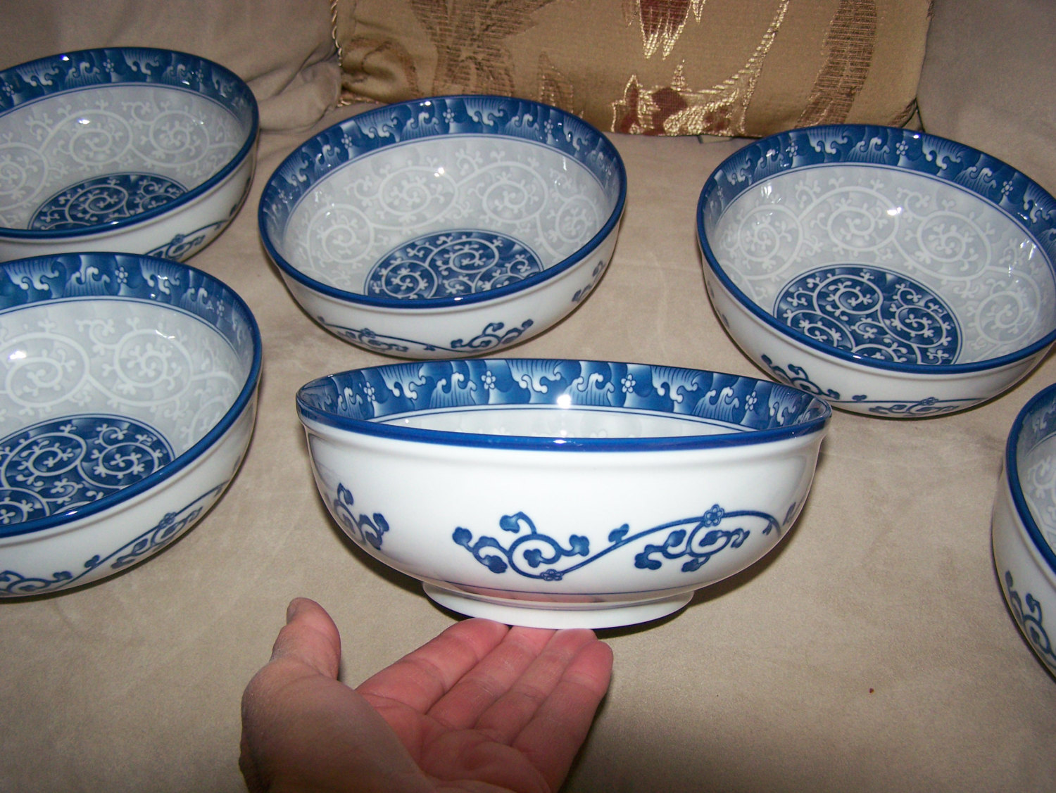 Sweet Porcelain from Korea SEOKCHO LOKO BOWLS