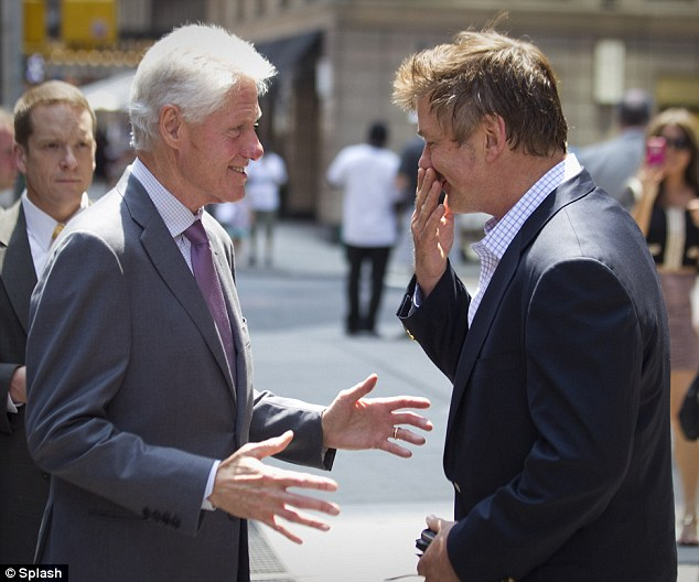 ... : Alec Baldwin bumps into Bill Clinton on the streets of New York